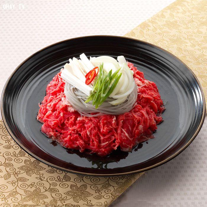Văn hóa ẩm thực Hàn Quốc phát triển hài hòa cùng với cả thiên nhiên, xã hội và điều kiện môi trường, cũng như theo mùa vụ hay khác biệt từng khu vực