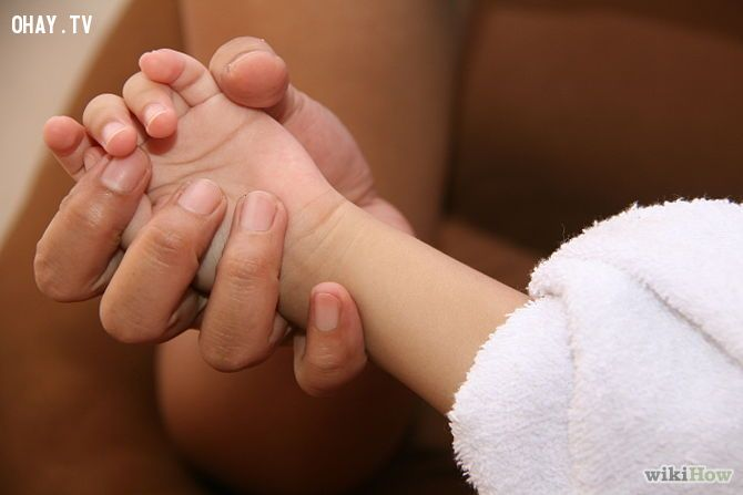 ảnh cách hạ sốt cho trẻ,trẻ bị sốt,làm gì khi trẻ bị sốt,hạ sốt