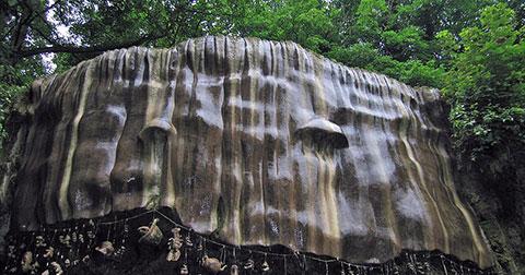 Suối nước biến đồ vật thành đá: Vùng đất bí ẩn ở Yorkshire được đồn thổi là bị nguyền rủa bởi quỷ dữ