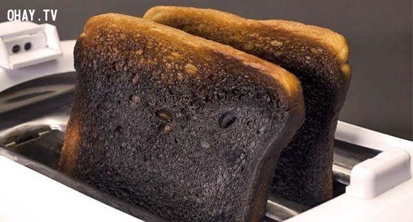 ảnh bánh mì cháy,suy ngẫm,cảm thông