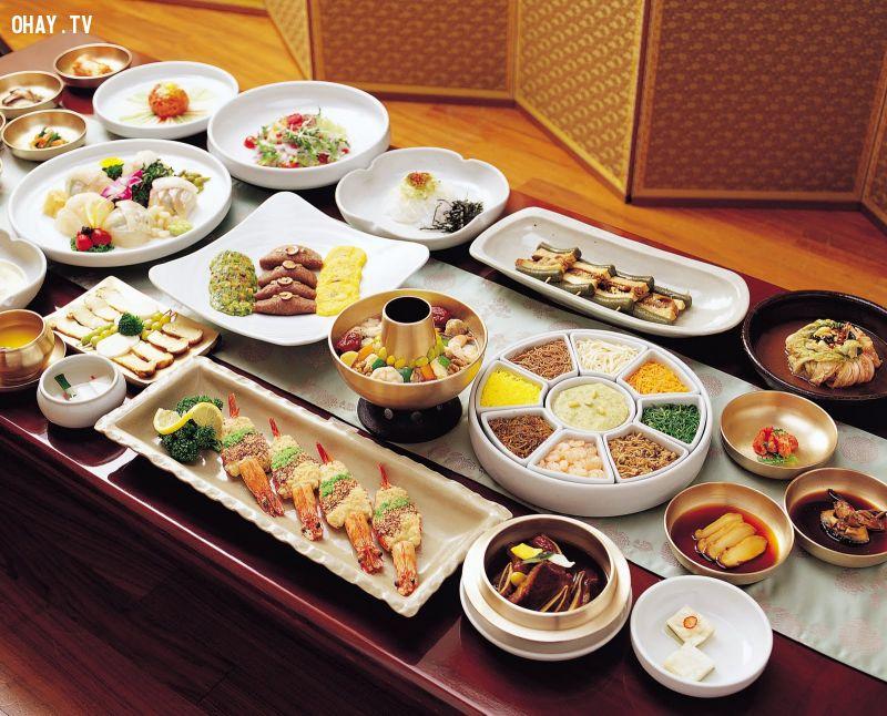 Trong văn hoá ẩm thực Hàn Quốc, đồ ăn của họ mang đậm nét văn hoá cổ truyền từ xưa tới nay