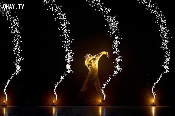 ảnh Pixel,vũ công múa Pixel,Adrien Mondot,pixel dance,nhảy pixel