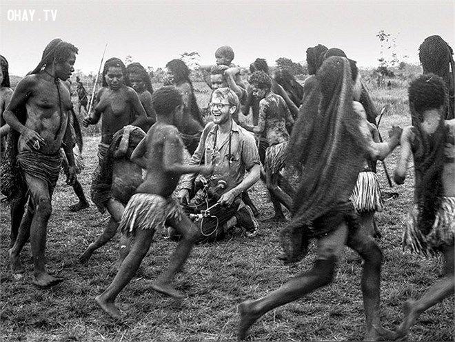 Bộ tộc Korowai sống tại Papua, Đông Nam Indonesia