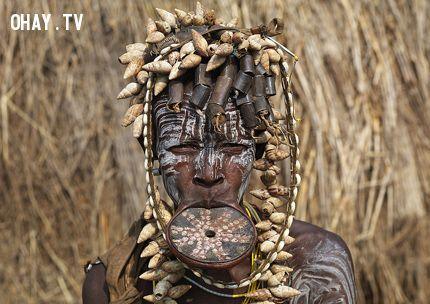 Phụ nữ của bộ tộc Surma