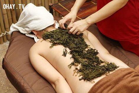 Massage bằng ngải cứu