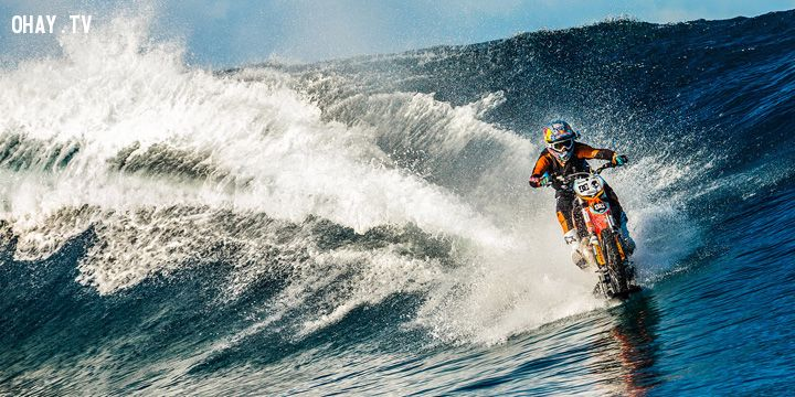 ảnh đi xe máy trên nước,đi xe trên nước,đi trên mặt nước