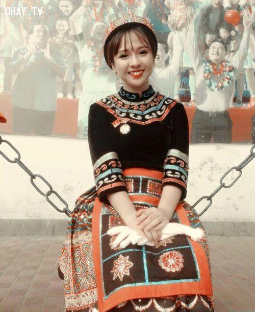 cô gái dân tộc Mông