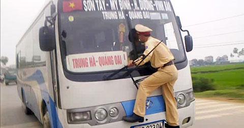 12 bài học cuộc sống người nước ngoài rút ra từ việc sang đường ở Việt Nam