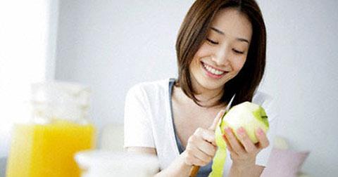 """Cách ăn trái cây \""""tố cáo\"""" tính cách con người bạn"""
