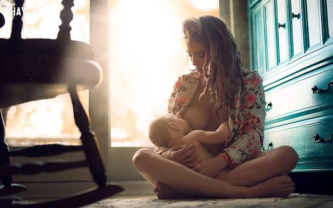 ảnh điều tự nhiên,khoảng khắc tự nhiên,mẹ cho con bú,vẻ đẹp tự nhiên,tình cảm yêu thương