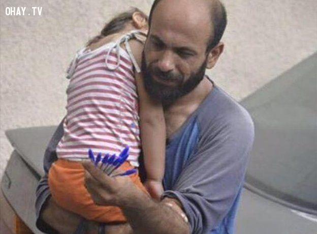Người đàn ông lang thang bán những chiếc bút tại Syria