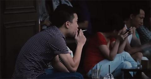 Clip khi trẻ em hút thuốc lá thức tỉnh người lớn