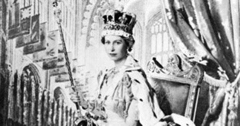 Những bức ảnh hiếm có của Nữ hoàng Anh thời trẻ