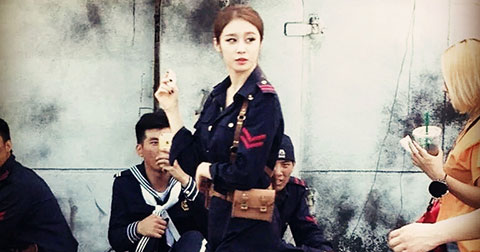 JiYeon (T-ARA)  khiến fans \'phát cuồng\' vì hình tượng \'hảo soái\' tại hậu trường.