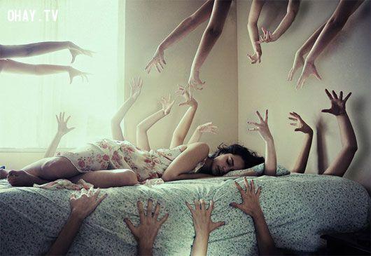 """Bạn khó ngủ và thường gặp ác mộng? Có thể nguyên nhân đến từ chính hoạt  động hằng ngày của bạn. Gần đây, tạp chí """"Woman's day"""" (Mỹ) đã đưa ra những  ..."""