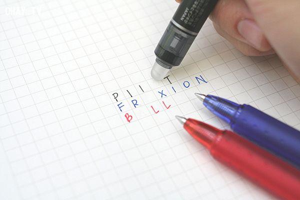 Cận cảnh việc xóa chữ một cách dễ dàng