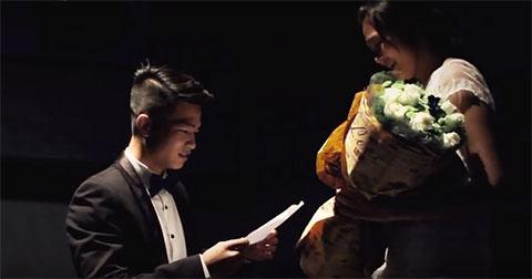 Màn cầu hôn lãng mạn trong rạp chiếu phim của Tùng & Thảo
