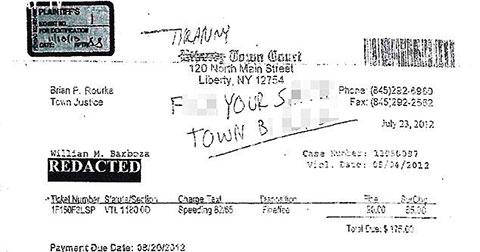 Công dân Mỹ bị bắt vì viết bậy vào giấy phạt lái xe quá tốc độ