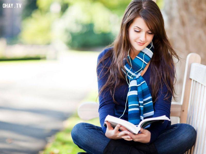 Đọc sách nhiều là biểu hiện của 1 con người thông minh