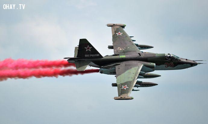 Máy bay Su-25