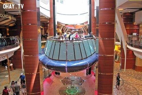 Thang máy Rising Tide nằm trong con tàu du lịch lớn nhất thế giới MS Oasis of the Seas