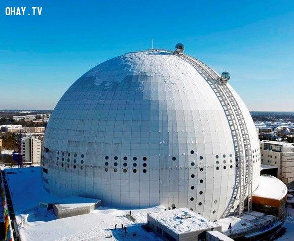 Ngồi trong thang máy Skyview, du khách sẽ được chiêm ngưỡng toàn cảnh thành phố Stockholm