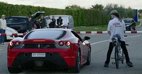 Xe đạp tự chế cho Ferrari hít khói