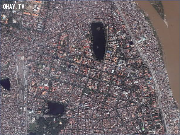 Hồ gươm nhìn từ vệ tinh