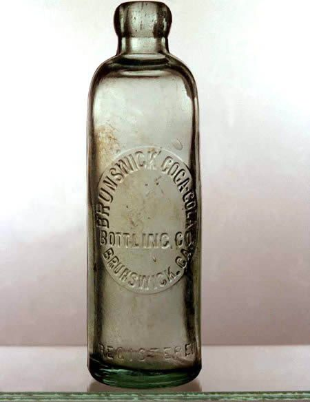 Chai Coca-Cola đầu tiên nằm 1899