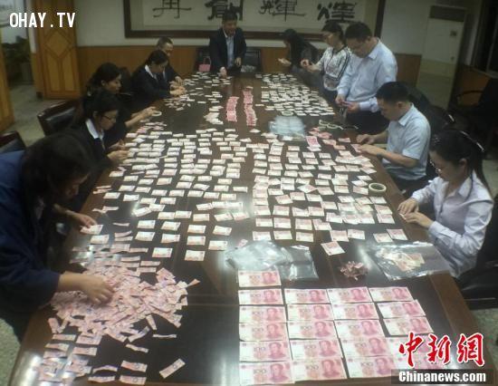 13 nhân viên ngân hàng đã phải tăng ca liên tục để xử lý chỗ tiền bị phá hủy