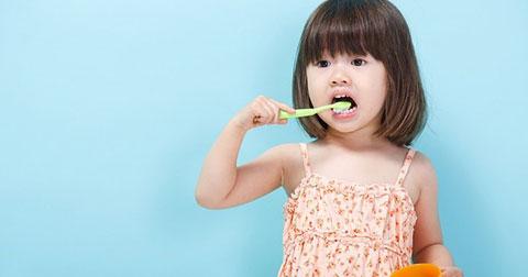 Không nên đánh răng trước khi ăn sáng - Đúng hay sai?
