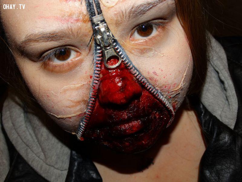 Với khuôn mặt được hóa trang theo kiểu này bạn sẽ dọa được cơ số trẻ con đấy
