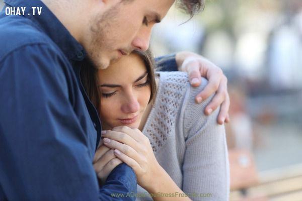 ảnh con gái buồn,an ủi con gái