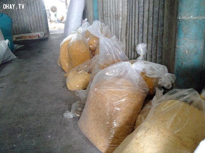 Chà bông được đóng gói chuẩn bị tuồn ra thị trường - Ảnh: Nguoilaodong.com