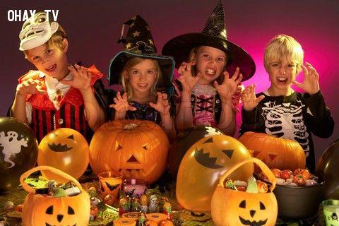 Trẻ em trong lễ Halloween hiên tại