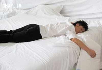 Tư thế ngủ nằm sấp