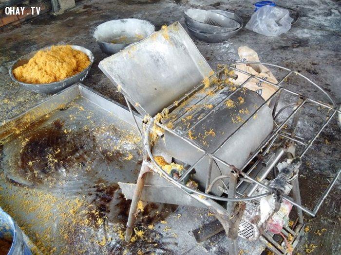 Máy làm tơi chà bông thành sợi - Ảnh: Thanhnien.com
