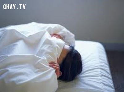 Tư thế ngủ trùm kín người
