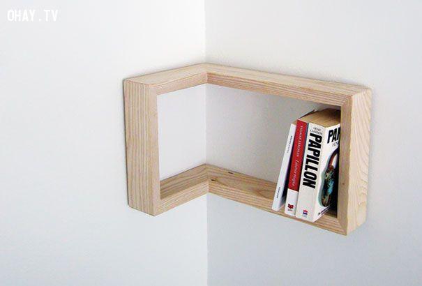Giá sách tối giản ở góc tường