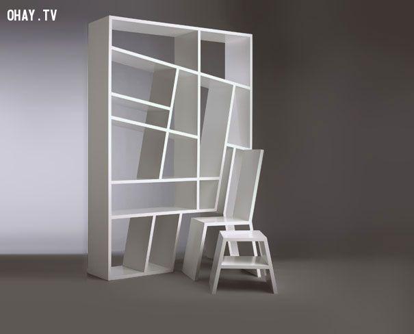 Những chiếc ghế được tháo ra khỏi tủ sách