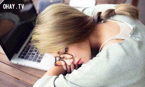 hotgirl ngủ gật