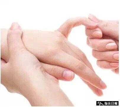 ảnh nắm chặt bàn tay,xem tình hình sức khỏe