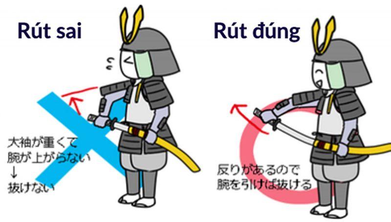 Rút kiếm katana khi mặc giáp nặng