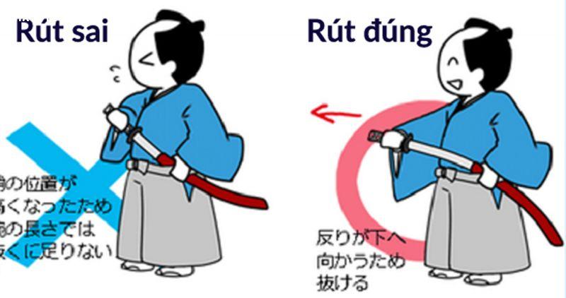Rút kiếm katana khi mặc kimono