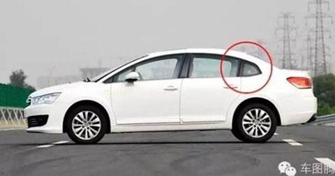 Tại sao cửa sổ sau của ôtô lại phải chia thành 2 phần?