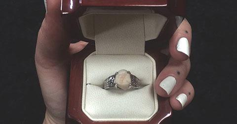 Chiếc nhẫn đính hôn làm từ răng khôn