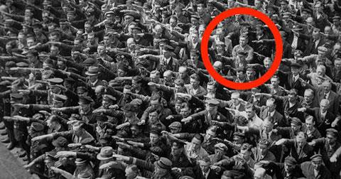 Số phận của người Đức duy nhất không chào Hitler kiểu phát xít