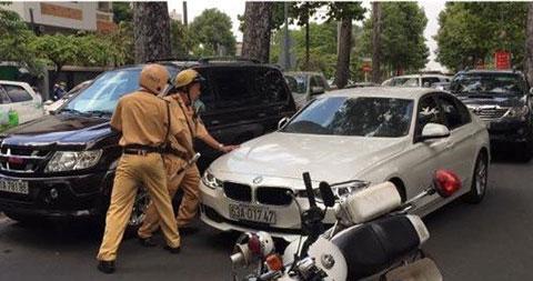 Sài Gòn: Lái xe BMW tông CSGT
