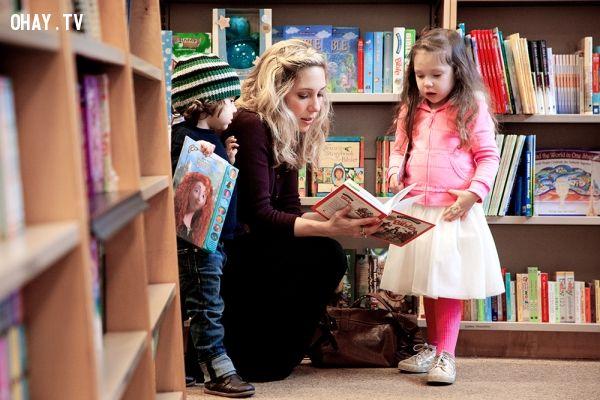 Mình sẽ đưa con đến nhà sách mỗi tuần