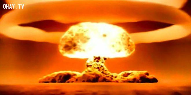 Bom nguyên tử nổ